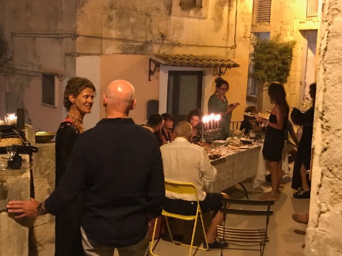 http://www.ragusanews.com//immagini_articoli/19-08-2017/bologna-chiama-ragusa-risponde-500.jpg