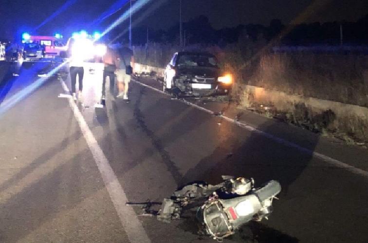 https://www.ragusanews.com//immagini_articoli/19-08-2018/incidente-comiso-santa-croce-ferito-giovane-500.png