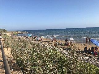 https://www.ragusanews.com//immagini_articoli/19-08-2018/panico-playa-grande-perde-bimba-anni-ritrovata-240.jpg