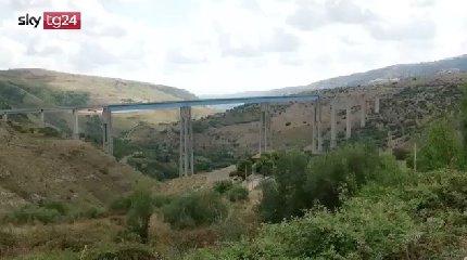https://www.ragusanews.com//immagini_articoli/19-08-2018/ponte-morandi-ragusa-parla-allievo-morandi-240.jpg