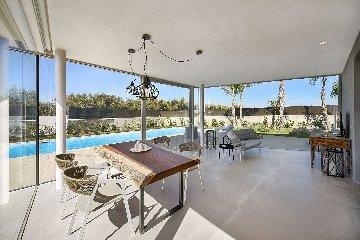 https://www.ragusanews.com//immagini_articoli/19-08-2019/1566230302-a-marina-di-ragusa-villas-don-serafino-3-240.jpg