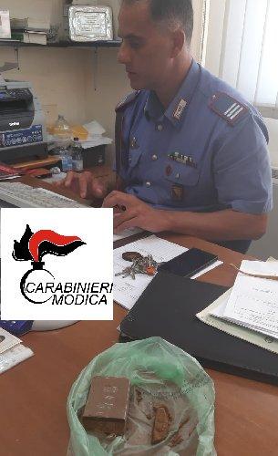 https://www.ragusanews.com//immagini_articoli/19-08-2019/litigano-in-piazza-arrivano-i-carabinieri-e-li-arrestano-con-la-droga-500.jpg