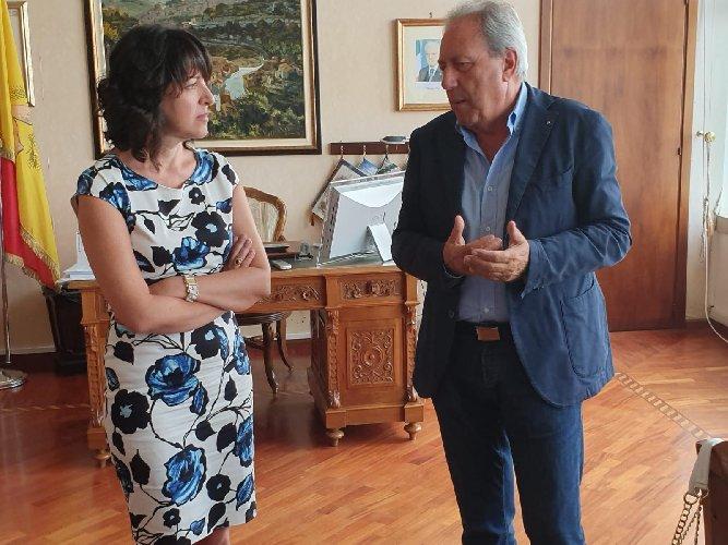 https://www.ragusanews.com//immagini_articoli/19-08-2019/segretario-ex-provincia-di-ragusa-500.jpg