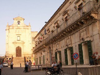 https://www.ragusanews.com//immagini_articoli/19-08-2020/monterosso-positivo-covid-familiare-di-impiegato-chiuso-municipio-240.jpg
