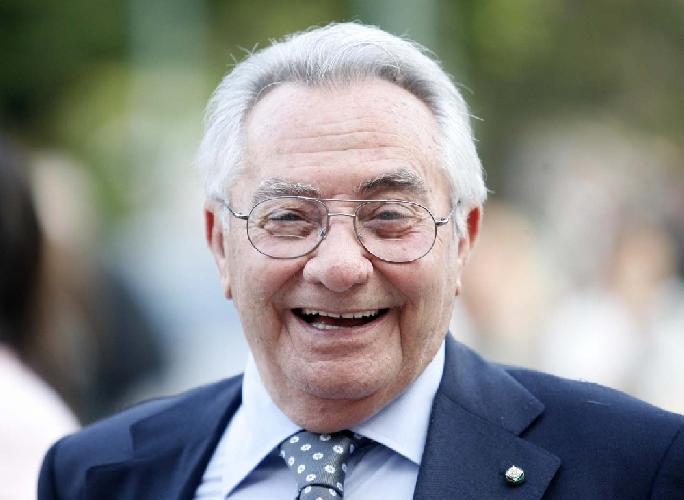 https://www.ragusanews.com//immagini_articoli/19-09-2011/memorial-peppe-greco-si-assegna-il-premio-candido-cannavo-500.jpg