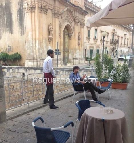 http://www.ragusanews.com//immagini_articoli/19-09-2014/crocetta-fa-la-legge-montalbano-lui-prende-un-caffe-al-bar-500.jpg
