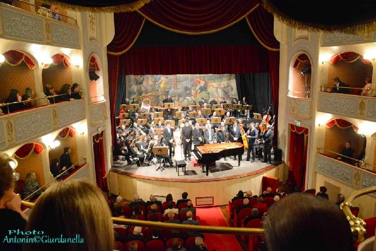 https://www.ragusanews.com//immagini_articoli/19-09-2017/storia-colonne-sonore-litalian-brass-band-500.jpg