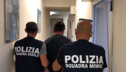 https://www.ragusanews.com//immagini_articoli/19-09-2018/rapinavano-catturato-minorenne-latitante-francia-240.jpg