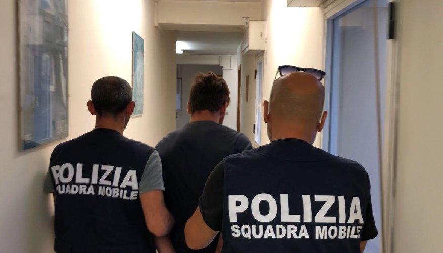 https://www.ragusanews.com//immagini_articoli/19-09-2018/rapinavano-catturato-minorenne-latitante-francia-500.jpg