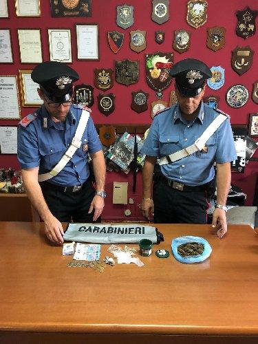 https://www.ragusanews.com//immagini_articoli/19-09-2018/spaccio-chiaramonte-arrestato-italiano-rumeno-500.jpg