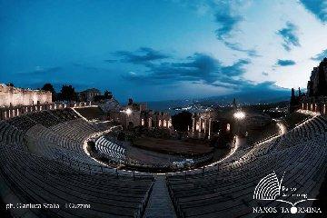 https://www.ragusanews.com//immagini_articoli/19-09-2019/apre-di-notte-il-teatro-antico-di-taormina-240.jpg