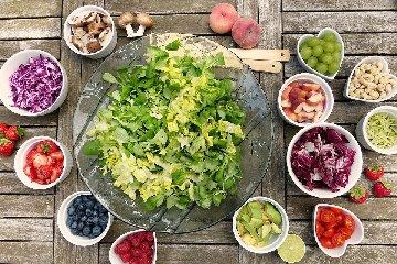 https://www.ragusanews.com//immagini_articoli/19-09-2019/dieta-crudista-caratteristiche-e-limiti-240.jpg