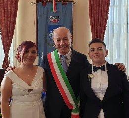 https://www.ragusanews.com//immagini_articoli/19-09-2019/rita-e-mirella-spose-a-pozzallo-240.jpg