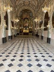 https://www.ragusanews.com//immagini_articoli/19-09-2020/1600511193-splende-il-pavimento-del-santuario-a-chiaramonte-1-240.jpg