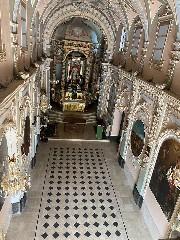 https://www.ragusanews.com//immagini_articoli/19-09-2020/splende-il-pavimento-del-santuario-a-chiaramonte-240.jpg