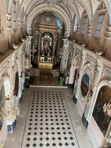https://www.ragusanews.com//immagini_articoli/19-09-2020/splende-il-pavimento-del-santuario-a-chiaramonte-500.jpg