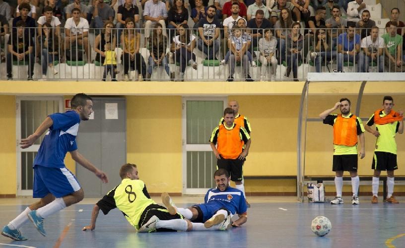 https://www.ragusanews.com//immagini_articoli/19-10-2015/calcio-a-5-scicli-pareggia-col-catania-500.jpg