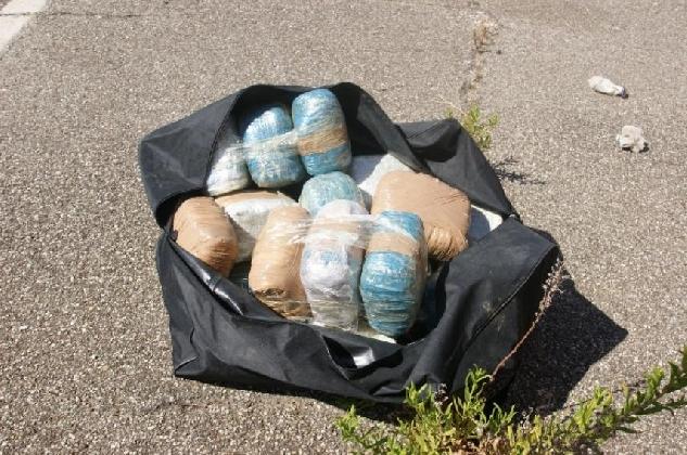 https://www.ragusanews.com//immagini_articoli/19-10-2016/la-droga-nei-borsoni-da-viaggio-due-arresti-a-scicli-420.jpg