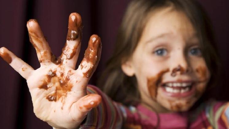 https://www.ragusanews.com//immagini_articoli/19-10-2016/le-mani-nel-cioccolato-420.jpg