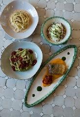 https://www.ragusanews.com//immagini_articoli/19-10-2017/1508443113-luisa-beccaria-pranzo-siciliano-milano-spritz-sapor-amara-1-240.jpg