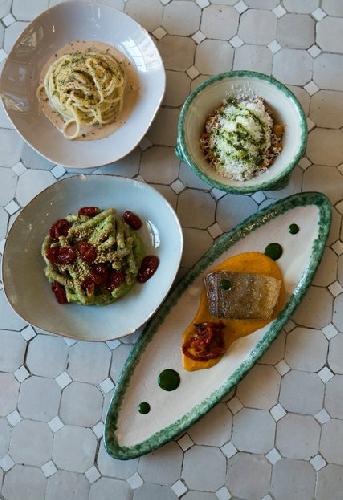 https://www.ragusanews.com//immagini_articoli/19-10-2017/1508443113-luisa-beccaria-pranzo-siciliano-milano-spritz-sapor-amara-1-500.jpg