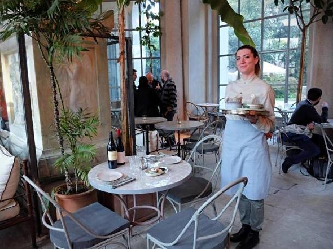 https://www.ragusanews.com//immagini_articoli/19-10-2017/1508443190-luisa-beccaria-pranzo-siciliano-milano-spritz-sapor-amara-1-500.jpg