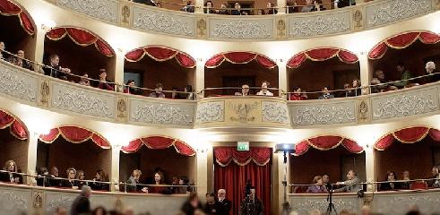 http://www.ragusanews.com//immagini_articoli/19-10-2017/campagna-abbonamenti-teatro-garibaldi-240.jpg