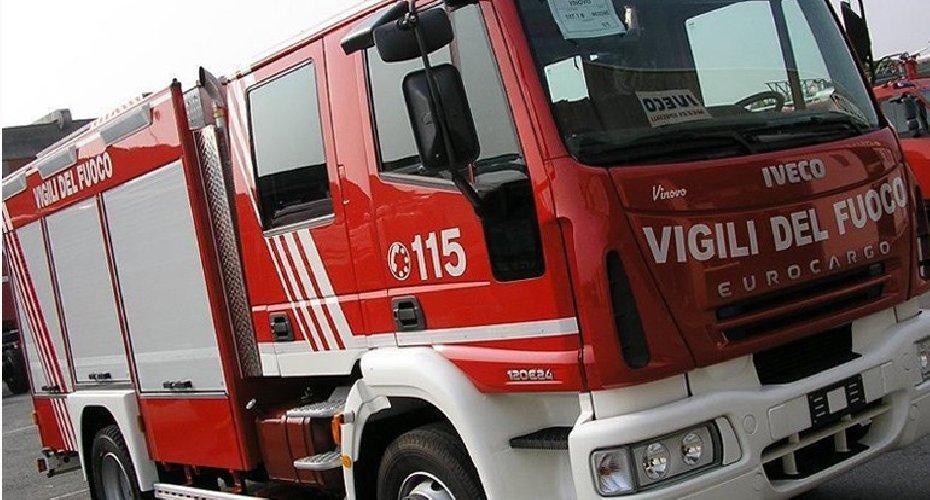 https://www.ragusanews.com//immagini_articoli/19-10-2018/maltempo-catania-travolto-anche-camion-vigili-fuoco-500.jpg