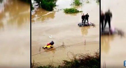 https://www.ragusanews.com//immagini_articoli/19-10-2018/maltempo-salvataggi-visti-elicottero-video-240.jpg