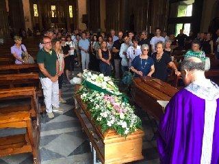https://www.ragusanews.com//immagini_articoli/19-10-2018/modica-fratello-sorella-muoiono-distanza-unico-funerale-240.jpg