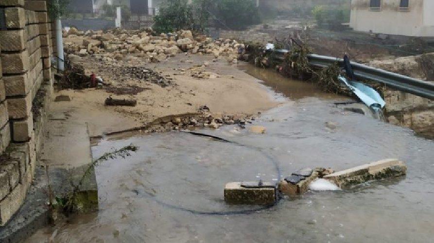 https://www.ragusanews.com//immagini_articoli/19-10-2018/nubifragio-assenza-calamita-500.jpg