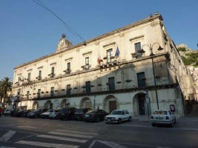 https://www.ragusanews.com//immagini_articoli/19-10-2018/stasera-palazzo-domenco-illuminato-unesco-500.jpg