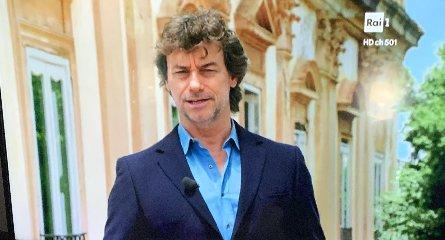 https://www.ragusanews.com//immagini_articoli/19-10-2019/alberto-angela-in-sicilia-possono-sentirsi-principi-240.jpg
