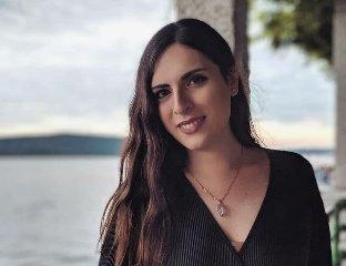 https://www.ragusanews.com//immagini_articoli/19-10-2019/la-professoressa-mi-hanno-licenziato-perche-sono-trans-240.jpg