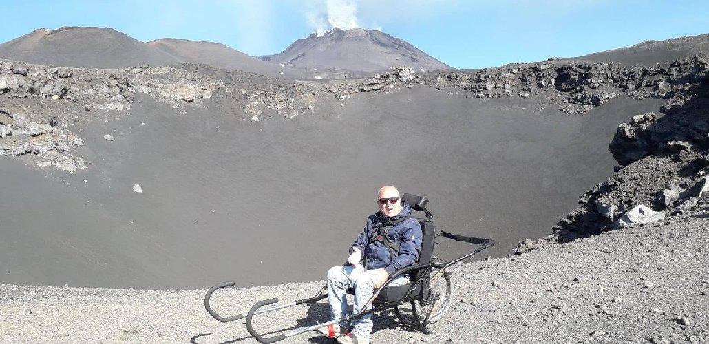 https://www.ragusanews.com//immagini_articoli/19-10-2019/passeggiata-luna-in-sedia-a-rotelle-500.jpg