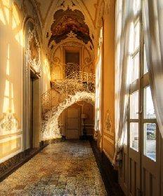 https://www.ragusanews.com//immagini_articoli/19-10-2020/1603090649-palazzo-biscari-e-la-neviera-sull-etna-2-280.jpg