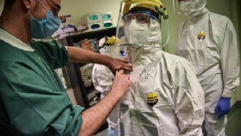 https://www.ragusanews.com//immagini_articoli/19-10-2020/covid-salgono-a-118-i-medici-morti-in-italia-280.jpg