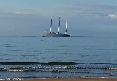 https://www.ragusanews.com//immagini_articoli/19-10-2020/e-tornato-a-sampieri-lo-yacht-a-vela-piu-grande-del-mondo-del-magnate-280.jpg