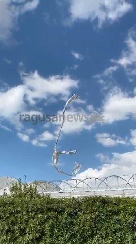 https://www.ragusanews.com//immagini_articoli/19-10-2020/tromba-d-aria-a-sampieri-500.jpg