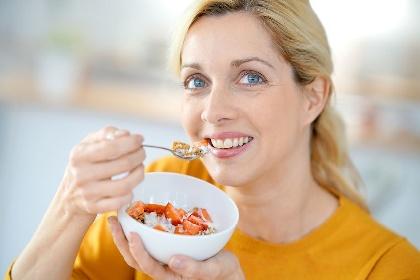 https://www.ragusanews.com//immagini_articoli/19-10-2021/cosa-mangiare-in-menopausa-la-dieta-ideale-per-mantenersi-in-forma-280.jpg