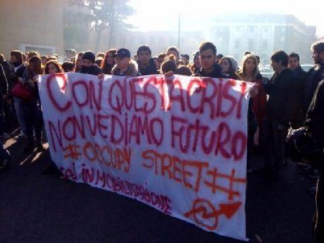https://www.ragusanews.com//immagini_articoli/19-11-2011/ieri-a-modica-studenti-in-piazza-per-la-giornata-mondiale-dello-studente-500.jpg