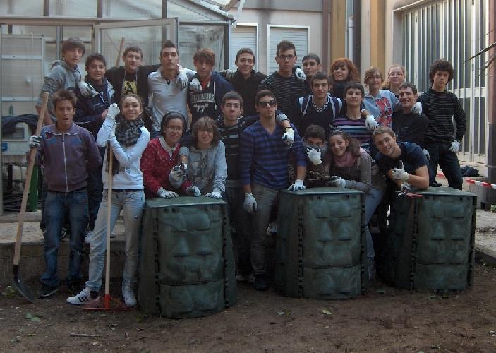 https://www.ragusanews.com//immagini_articoli/19-11-2011/studenti-dell-itis-di-ragusa-sperimentano-le-compostiere-500.jpg