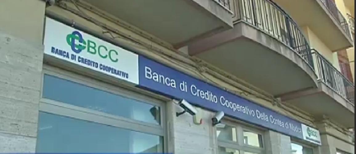 https://www.ragusanews.com//immagini_articoli/19-11-2014/la-banca-mormoro-non-passa-lo-straniero-500.png