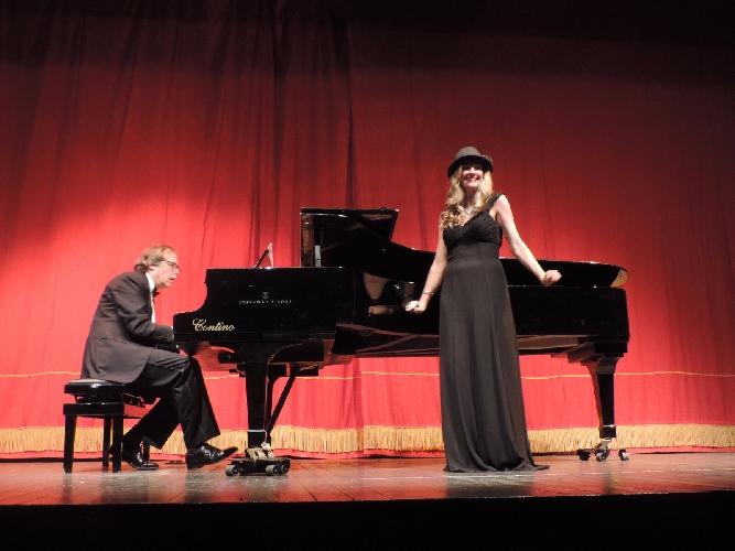 https://www.ragusanews.com//immagini_articoli/19-11-2017/operetta-francese-canzone-napoletana-ragusa-500.jpg