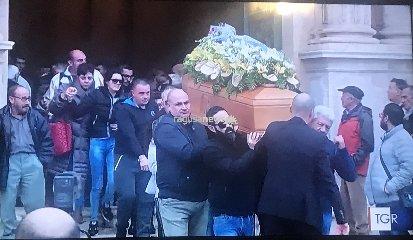 https://www.ragusanews.com//immagini_articoli/19-11-2018/funerale-maria-zarba-parroco-solo-fragile-coglie-fragilita-240.jpg