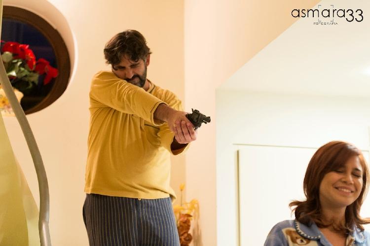 https://www.ragusanews.com//immagini_articoli/19-12-2015/legittima-difesa-un-cortometraggio-satirico-trailer-500.jpg