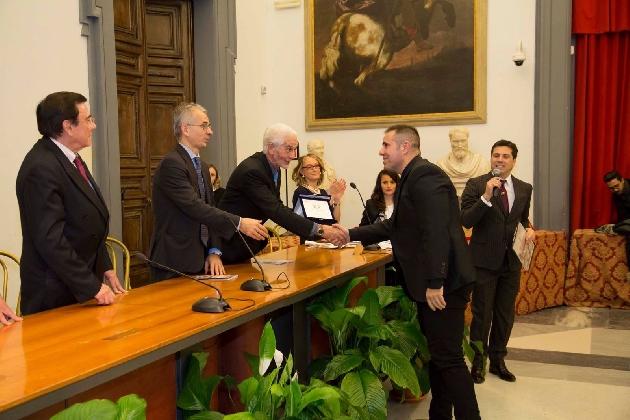https://www.ragusanews.com//immagini_articoli/19-12-2016/a-giuseppe-ranzani-il-premio-personalita-europea-2016-420.jpg
