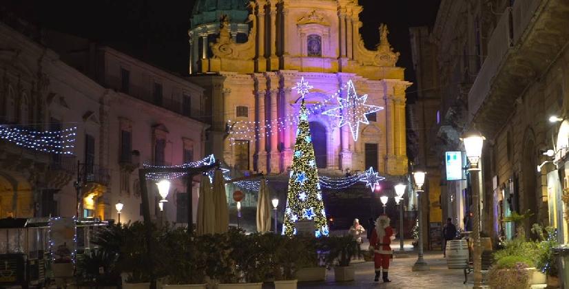 http://www.ragusanews.com//immagini_articoli/19-12-2016/il-natale-barocco-di-ibla-420.jpg