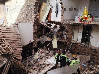 https://www.ragusanews.com//immagini_articoli/20-01-2020/crolla-palazzina-39-senza-casa-accuse-a-lavori-metro-240.jpg