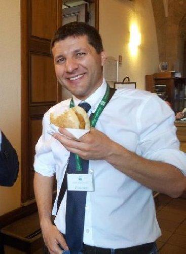 https://www.ragusanews.com//immagini_articoli/20-01-2020/l-m5s-vota-per-i-facilitatori-tra-loro-c-e-l-ex-sindaco-di-ragusa-500.jpg